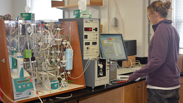 <p> 	Research Specialist Becky Garley at the VINDTA 3C that can measure total alkalinity (TA) and dissolved inorganic carbon (DIC).</p>