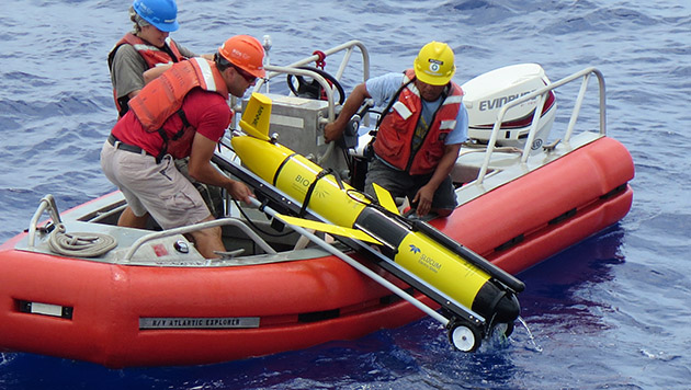 <p> 	Marine techs and crew of the R/V <em>Atlantic Explorer</em> retrieve an AUV offshore Bermuda.</p>