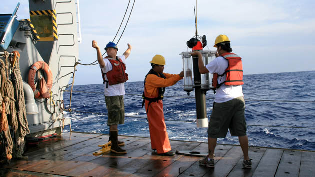 <p> 	Working aboard R/V <em>Atlantic Explorer</em>.</p>